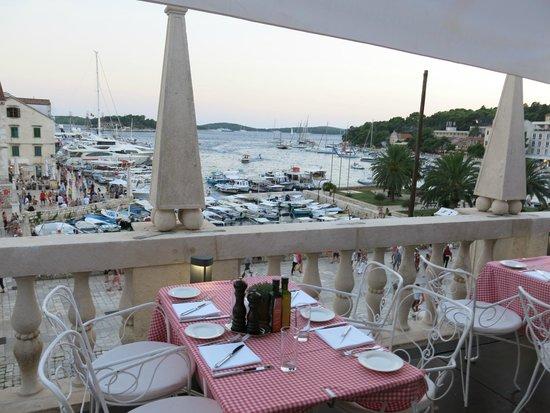 The Palace Hvar Hotel: Terrazza hotel colazione-cena