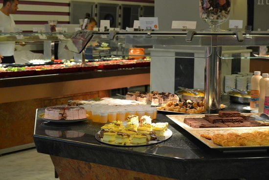 Holiday Palace: Buffet