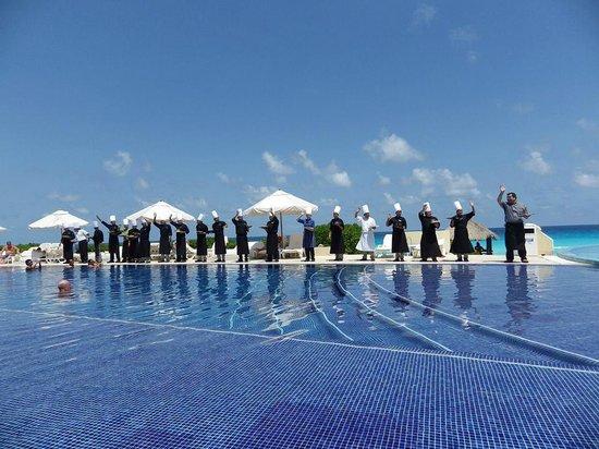 Live Aqua Cancun All Inclusive: Parade of chefs!