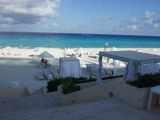 Live Aqua Cancun All Inclusive: Can that water be any bluer?