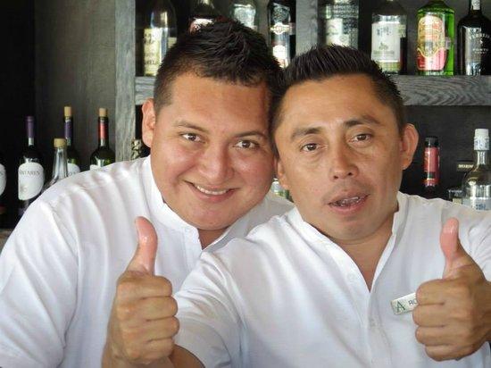 Live Aqua Cancun All Inclusive: Swing Bar (bar stools were swings) staff (miss you guys!)