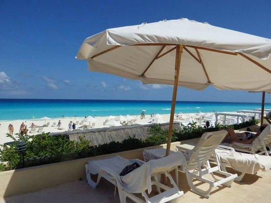 View from cabana near swim up bar picture of live aqua beach resort cancun cancun tripadvisor for How many rooms at live aqua cancun