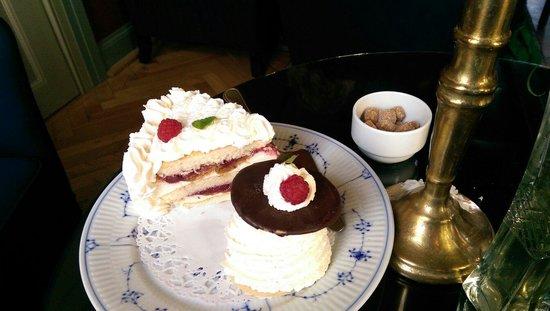 Brondums Hotel Restaurant: Store kager