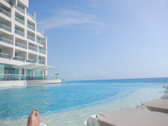 Sun Palace : pool/beach