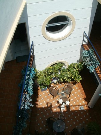 Hotel Puerta del Mar: View of the courtyard