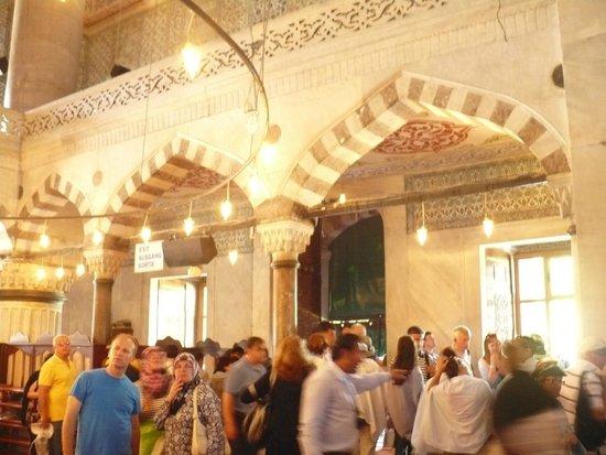 Mezquita de Rüstem Paşa: El decorado fabuloso hace innecesario otro agregado