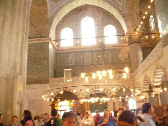 Mezquita de Rüstem Paşa: Luz, mucha luz