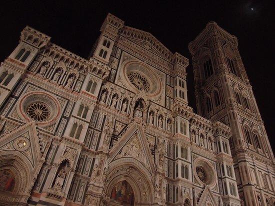 Kathedrale Santa Maria del Fiore: 夜のドゥオーモ