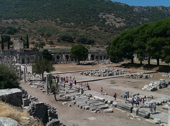 Ephesus Travel Guide - Private Ephesus Tours: Ephesos Marktplatz Aug 2014