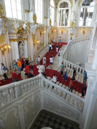 State Hermitage Museum and Winter Palace: uno scalone monumentale