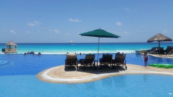 JW Marriott Cancun Resort & Spa: Infinity pool