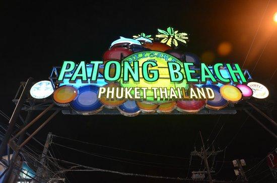 Patong Beach: Cadde girişi