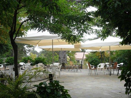 Jubilee Hotel: εξωτερική καφετέρια