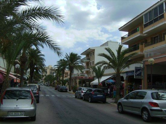 Hotel Haiti: Town near beach