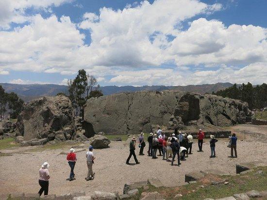 Q'enqo: 大きな岩を削って造られた遺跡
