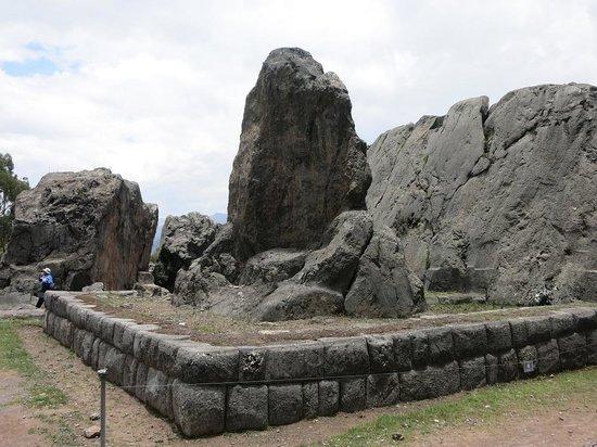 Q'enqo: プーマの形の岩?