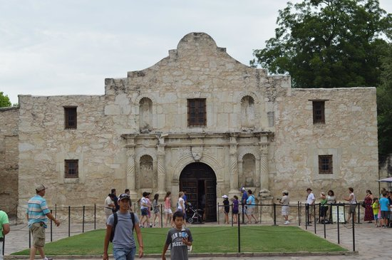 Before you go HERE (The Alamo) go to The History Shop!