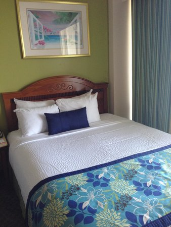 Courtyard by Marriott Key Largo: Bed and room picture
