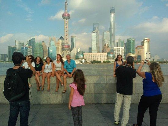 Shanghai Tour Facilitator - Harris Private Tour: fair day for Engel family