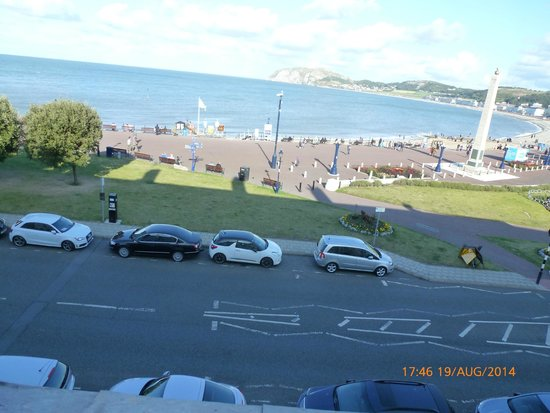 Lauriston Court Hotel : view from our room