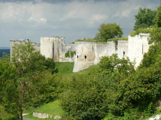 Chateau of Coucy: The Chateua walls from one of the towers