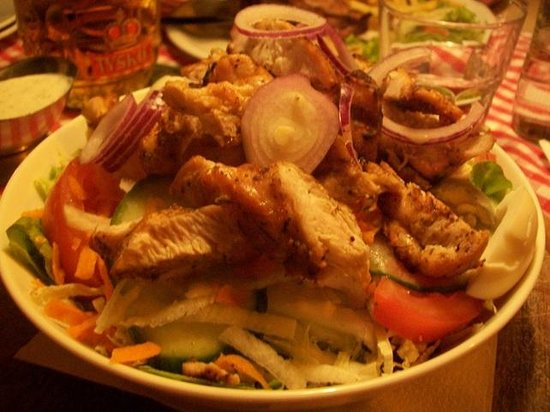 U Szwejka: insalata mista con pollo grigliato