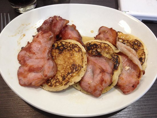 Porter's Coffee Shop: American style pancakes with bacon and maple syrup. Delicious!