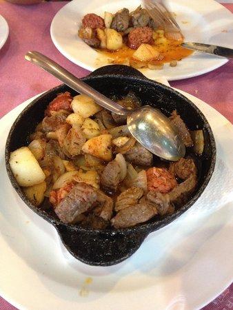 Taberna de Nino: Spezzatino di vitello, patate e chorizo
