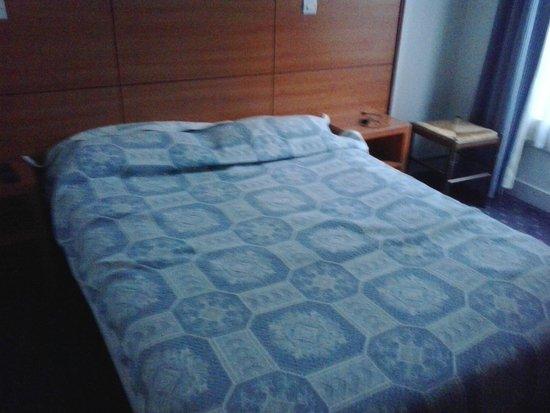 Hotel Coypel: Il letto matrimoniale