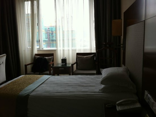 Xiamen Airlines Quanzhou Hotel: Room has a good size