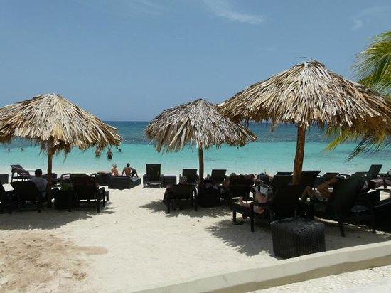Secrets Wild Orchid Montego Bay: Preferred Club Beach area