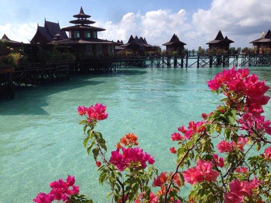 Sipadan Water Village: Vista interna