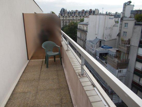 Campanile Paris 11 - Bastille : Balony on a 6th floor room