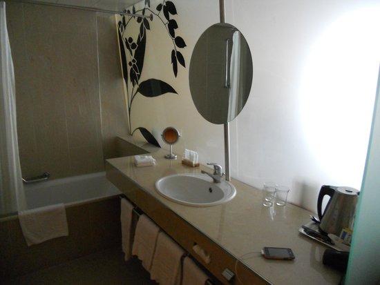 Hotel Alpha-Palmiers: salle de bain