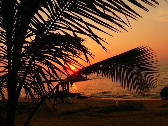 Khuk Khak, Thailand: Sonnenuntergang am Strand, ein täglich wiederkehrender Genuß