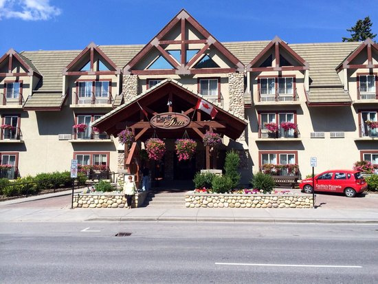 Banff Inn: Looking at front