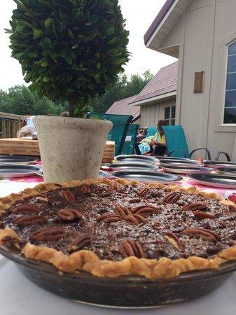 Simon Creek Vineyard & Winery: Chocolate Bourbon Pecan Pie