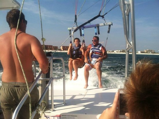 Dockside Watersports & Parasailing: Great trip with Dockside