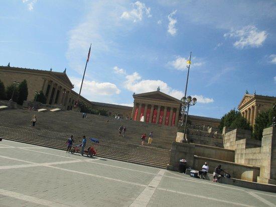 Rocky Statue : so many steps
