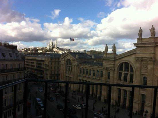 Mercure Paris Terminus Nord: Vista do quarto - último andar e vista externa