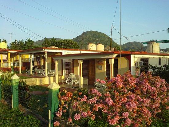 Villa Jorge y Ana Luisa: Casa from the street