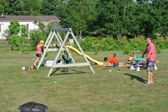 Fiddlers Green Country Cottages: Play area