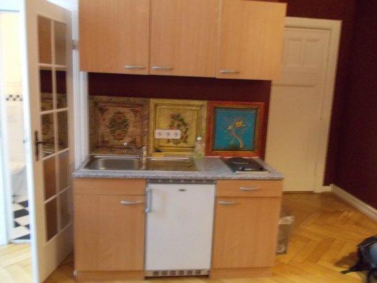 Hotel-Maison Am Adenauerplatz: Small kitchen unit