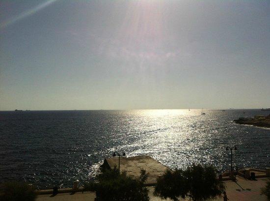 Sliema Chalet Hotel: Vue de la chambre triple vue mer