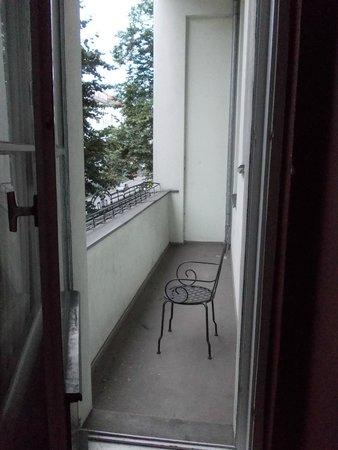 Hotel-Maison Am Adenauerplatz: Small private balcony