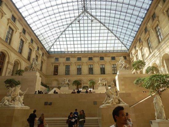 Musée du Louvre : patio de escultura