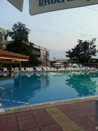 Pomorie Hotel: Evining at the pool