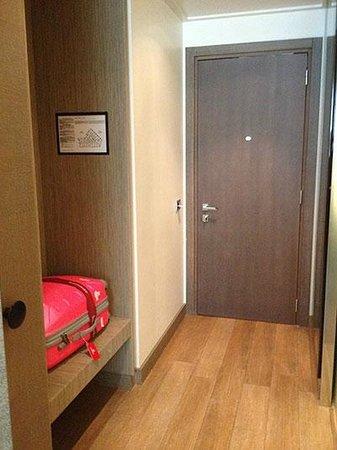 Starhotels E.c.ho.: Towards the main door.  Luggage rack