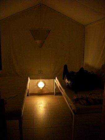 Santorini Camping: C'est assez spartiate, normal c'est Grec !