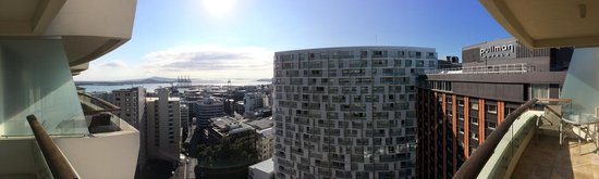 Pullman Auckland : Panorama of balcony view
